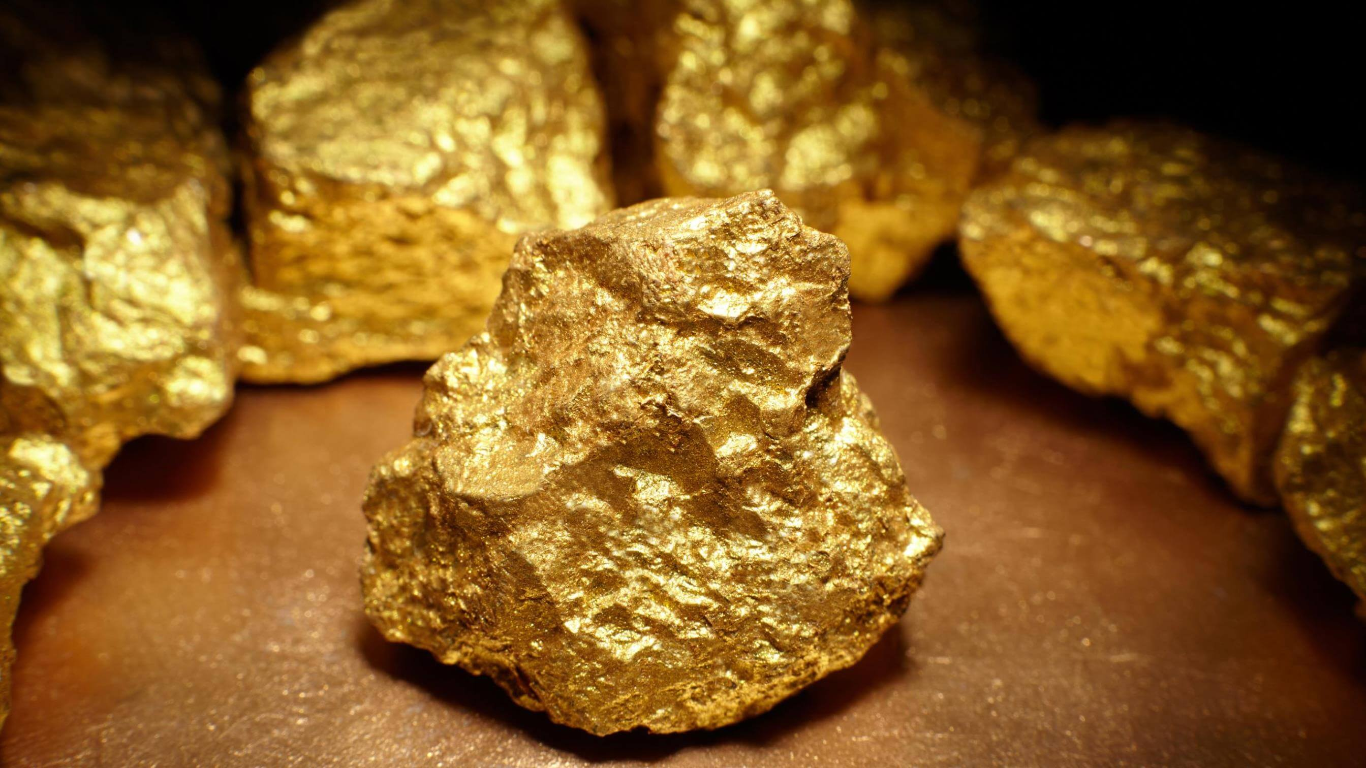 Large gold nuggets close up