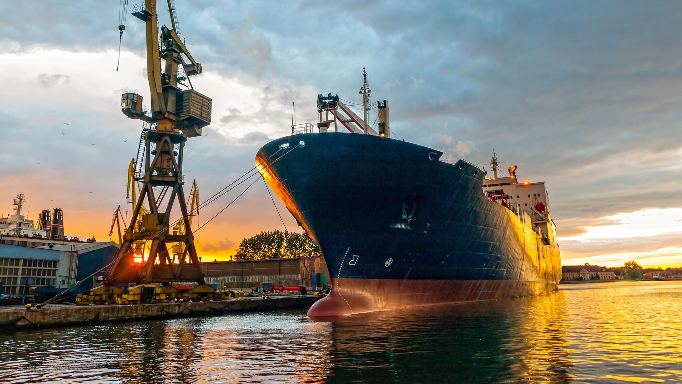 Two-stage cooling for LNG Vessel maintenance