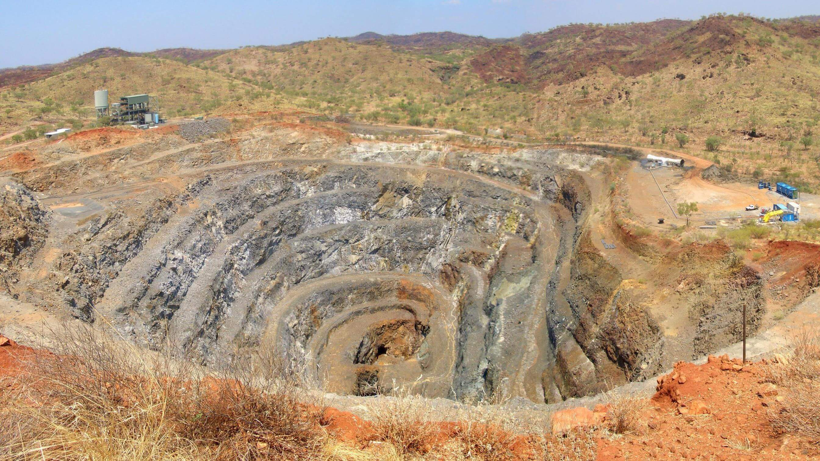 Complete cooling in arid location for zinc mine