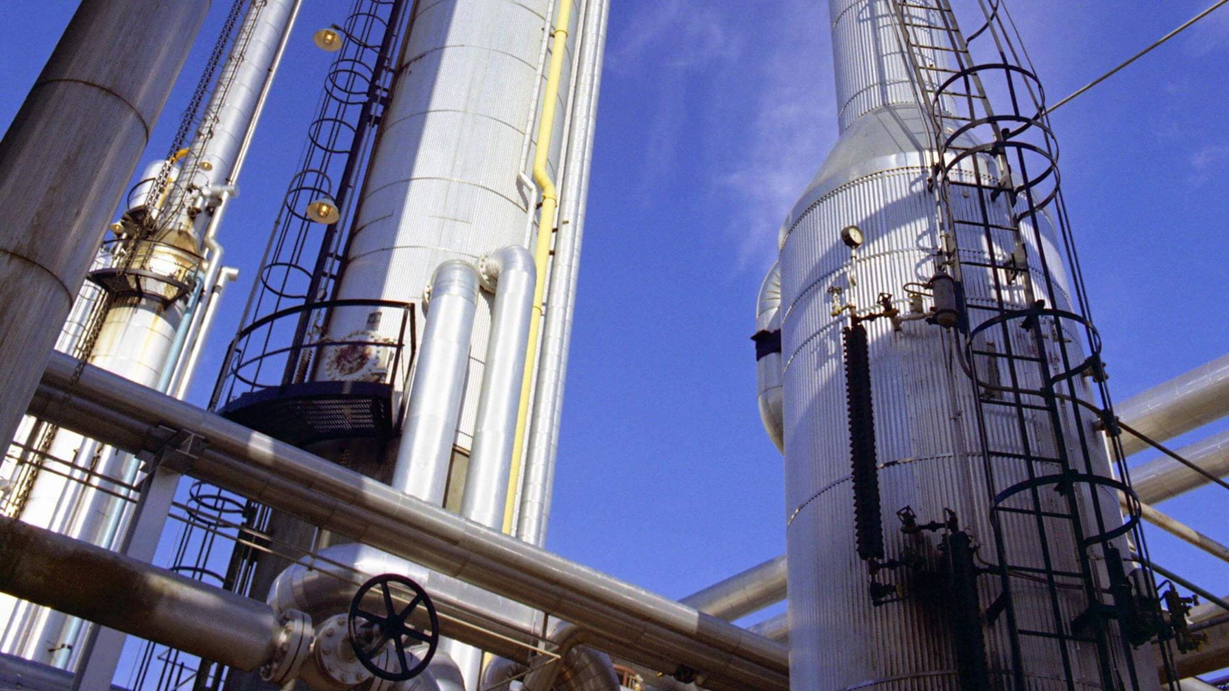 Cooling saves refinery money