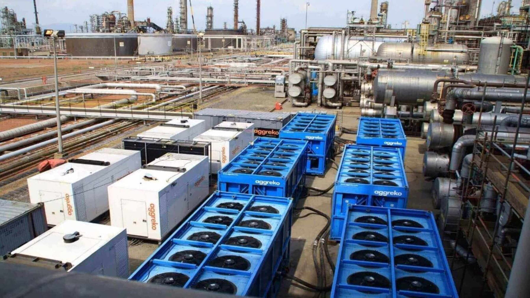 Desalter effluent water cooling preventing corrosion and shutdowns