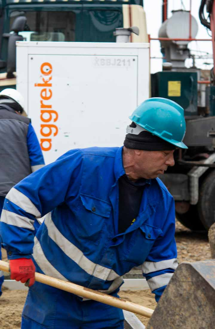Aggreko workers and equipment both on site